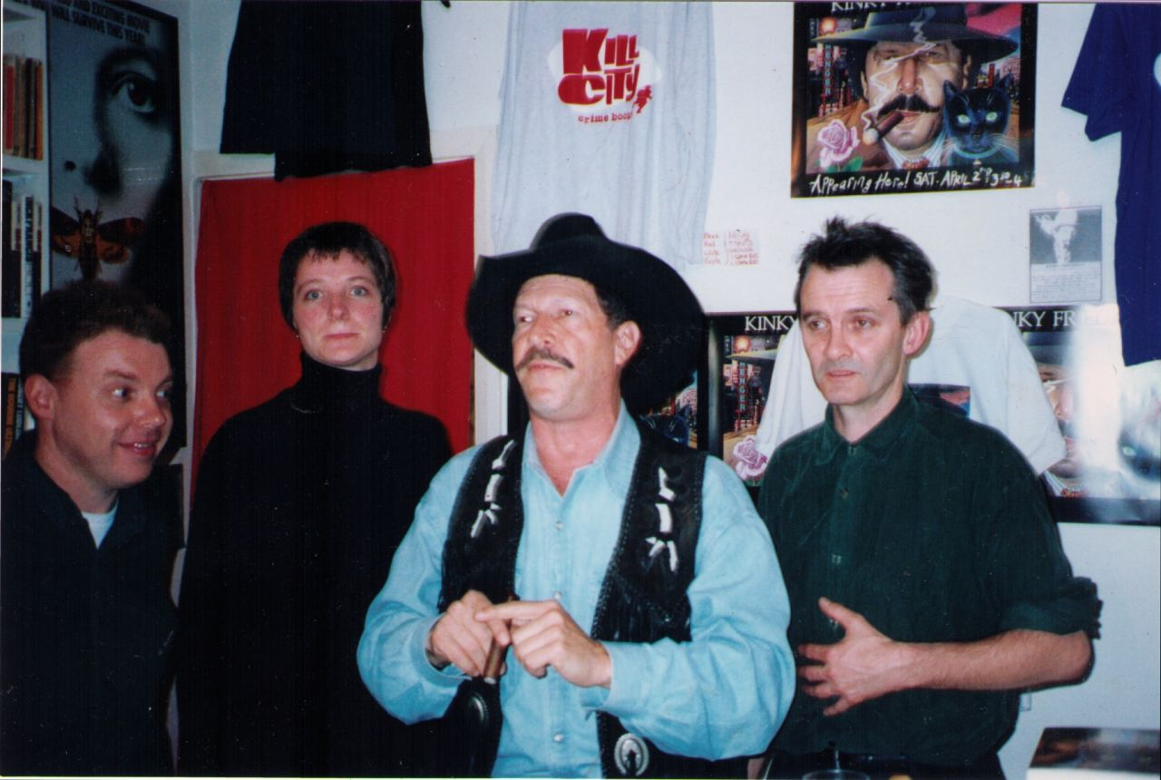 Kinky Friedman with the owners of Kill City Books.
